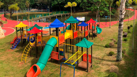 Playground Infantil e Lago do Bosque Municipal